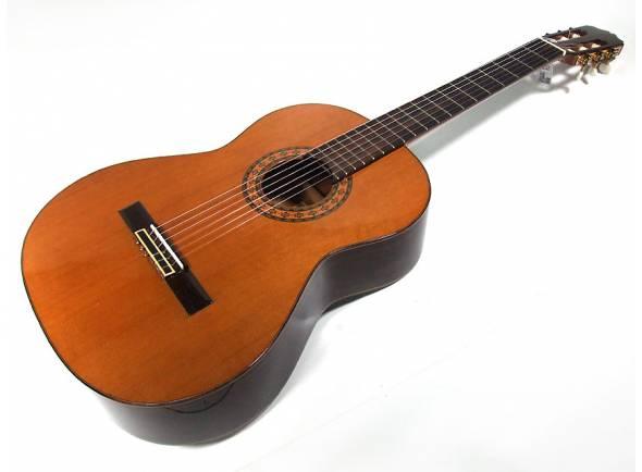 Guitarra Clássica (adulto) 4/4 António Aparício AA30  Uma óptima opção para o aluno intermédio.   Back & Sides: Pau-rosa  Topo: Cedro ou abeto  Braço: Ébano